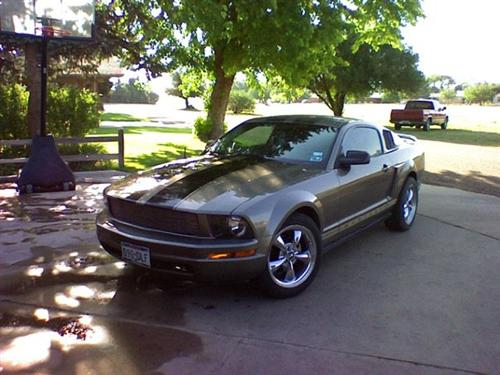 Devin Rodriquez's 2005 Ford Mustang